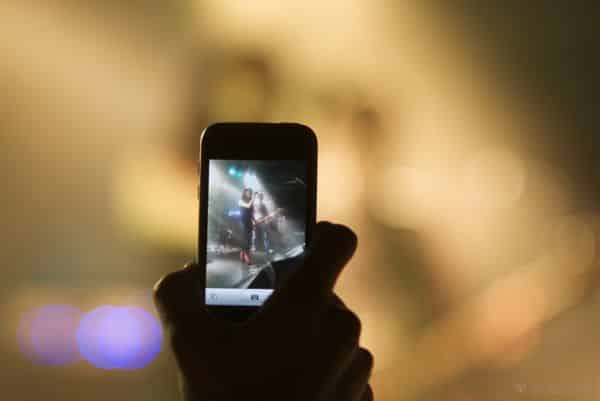"Apple mulling iPhone ""feature"" that deactivates camera at concerts, movie theaters?"