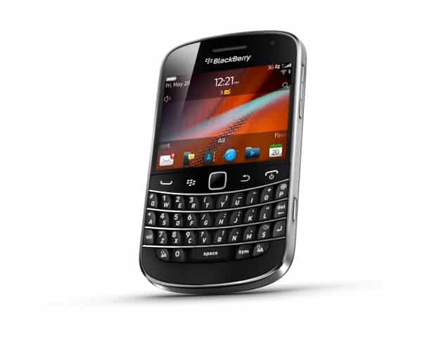 Touchscreen BlackBerry Bold 9900 goes back to basics