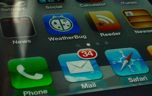 iPhone Mail badge 2 How to turn off your iPhones unread email badge (iOS 5 tip)