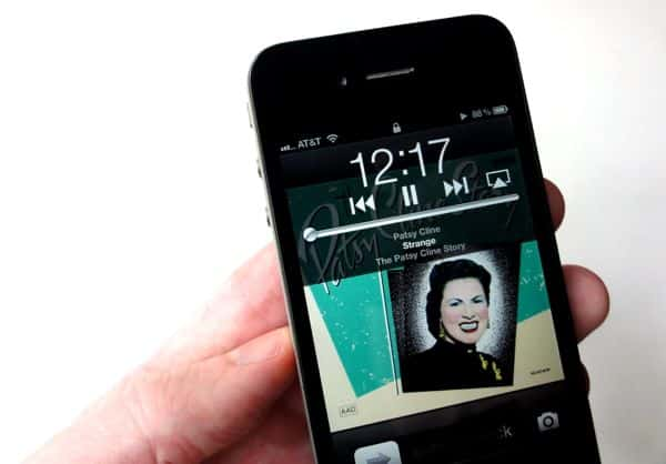 iPhone lock-screen music playback controls