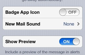 Badge settings for separate email accounts on iPhone