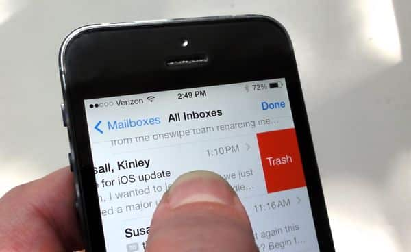 iOS 7 tip: Can't swipe to delete an email? Here's why