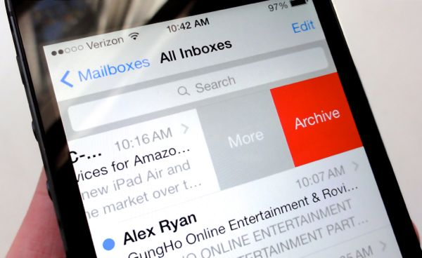 "iOS 7 tip: Got Gmail? How to replace the ""Archive"" button with ""Trash"""