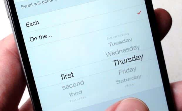 Create a custom monthly Calendar event in iOS