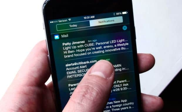 iOS tip: Delete email directly from Notification Center